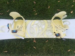 Women's barely used snowboard set