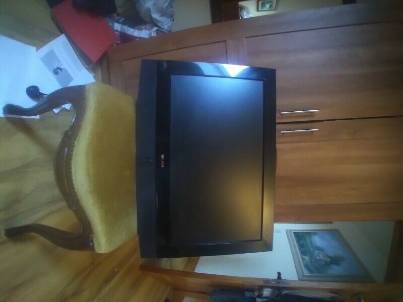 24 inch tv with wall stabd