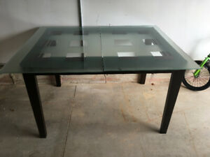 Glass top expandable dining table