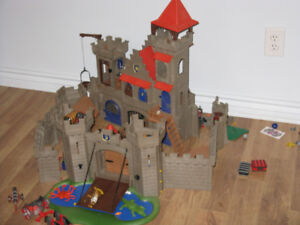 lot de playmobil, pyramide, chateau, bateau pirate, zoo; maison