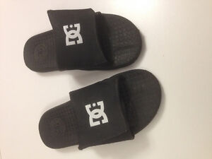 boys Youth Size 2 sandals