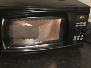 RCA Microwave for Sale { excellent shape works great!