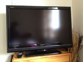 "Sharp aquos 32"" 1080p hd ready lcd tv built in free view"