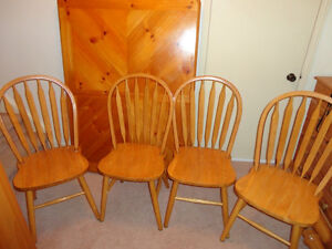 Solid Wood Table & 4 Solid Wood Chair set in Honey Stain Kitchener / Waterloo Kitchener Area image 5