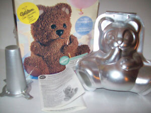 **NEW IN BOX** Wilton Stand-up Cuddly Bear Pan Set Cambridge Kitchener Area image 4
