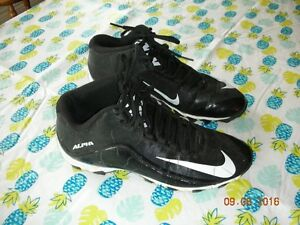 SIZE 9 1/2 BOYS NIKE FOOTBALL CLEATS