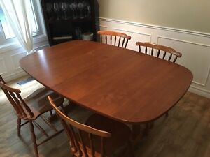 Kitchen table  London Ontario image 1
