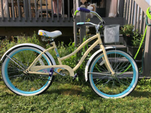 Huffy cruiser bicycle