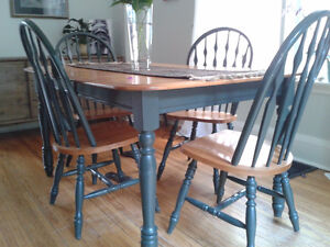 Blond Dining Table and 4 Chairs Peterborough Peterborough Area image 2