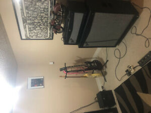 Fender Mustang V Head and 4x12 Cab +footswitch