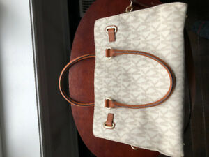 LIKE NEW MICHAEL KORS HANDBAG!!!