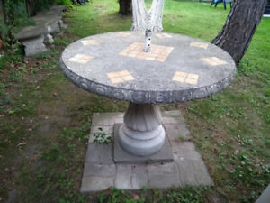 Table ronde en ciment