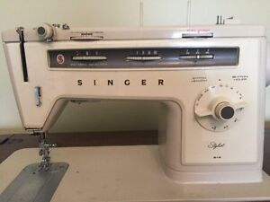 Singer sewing machine West Island Greater Montréal image 2