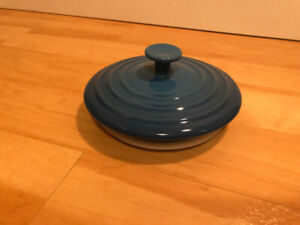 Le Creuset blue medium top for canister