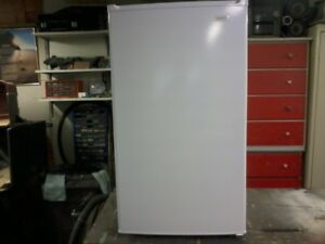 3.3 cubic foot   SANYO  MINI  FRIDGE