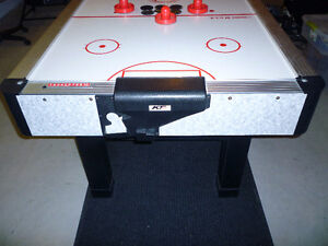 6' Air Powered Hockey Table - Excellent Condition Kingston Kingston Area image 8