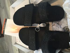 Women's Vionic sandal, black studded slip sz 8