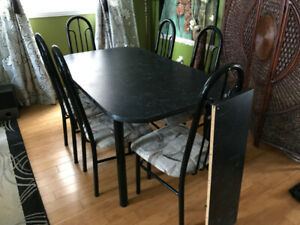 Extendable Dining Table and 6 Chairs $100