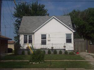 3 Bedroom House,Updated, Central Windsor,Dec.1,$995+