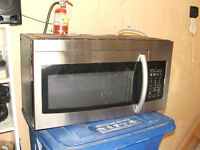REDUCED -2013 samsung over the range microwave oven/1000 watts