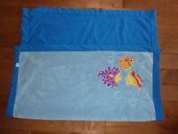 Recherche couverture / doudou bleue avec poissons