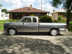 1990 Dodge D150 Extended Cab Pickup Truck
