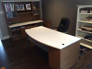 Mobilier de bureau avec armoire et chaise
