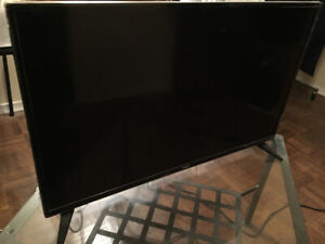 "Selling 32"" LED TV"