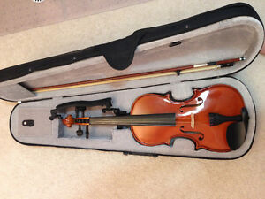 Violin (35 cm), never used, with shoulder rest & rosin included