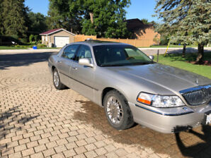 2007 Lincoln Town Car Signature Series. Low km.