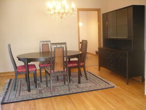 dining table with hutch, 6 chairs