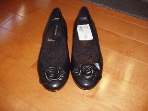 ROCKPORT SHOES NEW SIZE 5.5