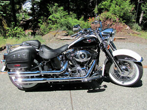 2007 Harley Softail Deluxe - Black & Pearl White