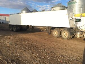 1999 cancade 36ft grain trailer