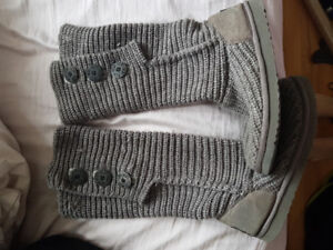 Size 8 knit Uggs