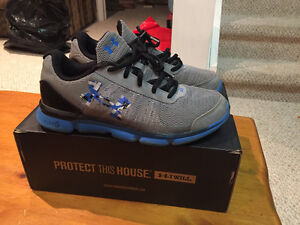 Under Armour Boys runners shoes size 7 youth