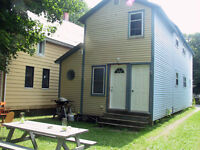 Available JUNE 1: Room to rent in great 2 bedroom house!