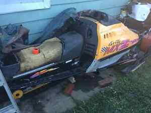 96 Mach z 800 chassis Windsor Region Ontario image 2