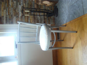 French distressed style chair $60 Cambridge Kitchener Area image 1