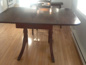 Solid wood dinning table with 6chairs.