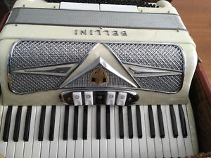 Bellini Accordion Compact / Ladies sized Mother of Pearl