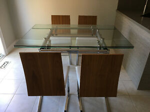 Expandable glass table and chairs