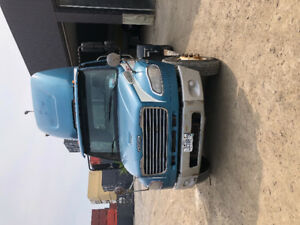 Freightliner 2009 Tractor single axle
