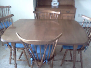 KITCHEN TABLE SET WITH HUTCH