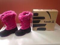 Like new size 1 girls kamik boots!!