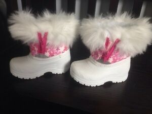 Winter boots size 3