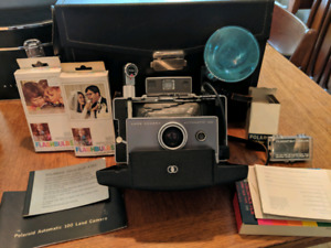 Polaroid Land Camera Automatic 100 with timer and flash