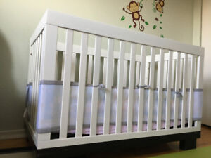 Metro convertible crib / toddler bed with mattress and bumpers