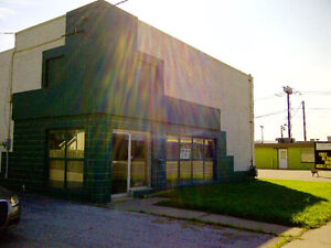COMMERCIAL/OFFICE SPACE ON HIGH TRAFFIC ROAD FOR LEASE
