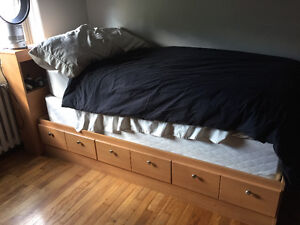 Single bed, boxspring and frame. Excellent condition.